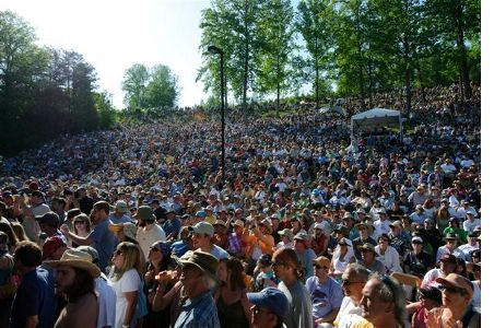 Hillside Album Hour 2011 drew a huge crowd