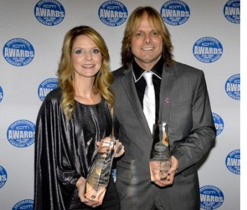 The Roys with Award