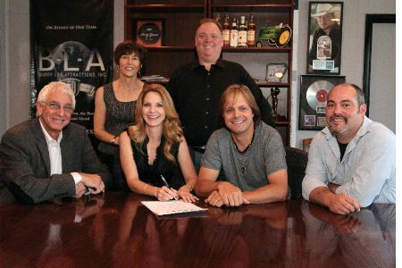 The Roys Sign with Buddy Lee Attractions